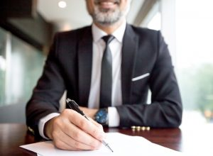 Como um gestor de leilões pode auxiliar os advogados durante e depois de um leilão?